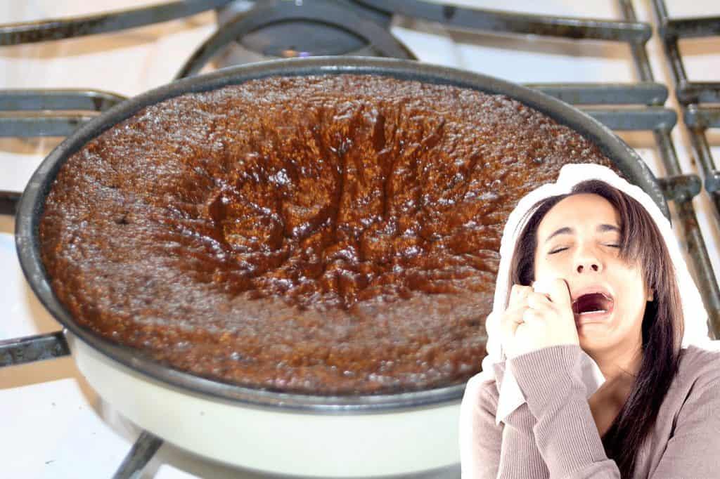 Por que meu bolo sola?