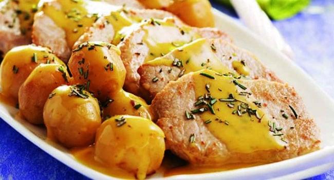 Lombo assado com batatas e alecrim