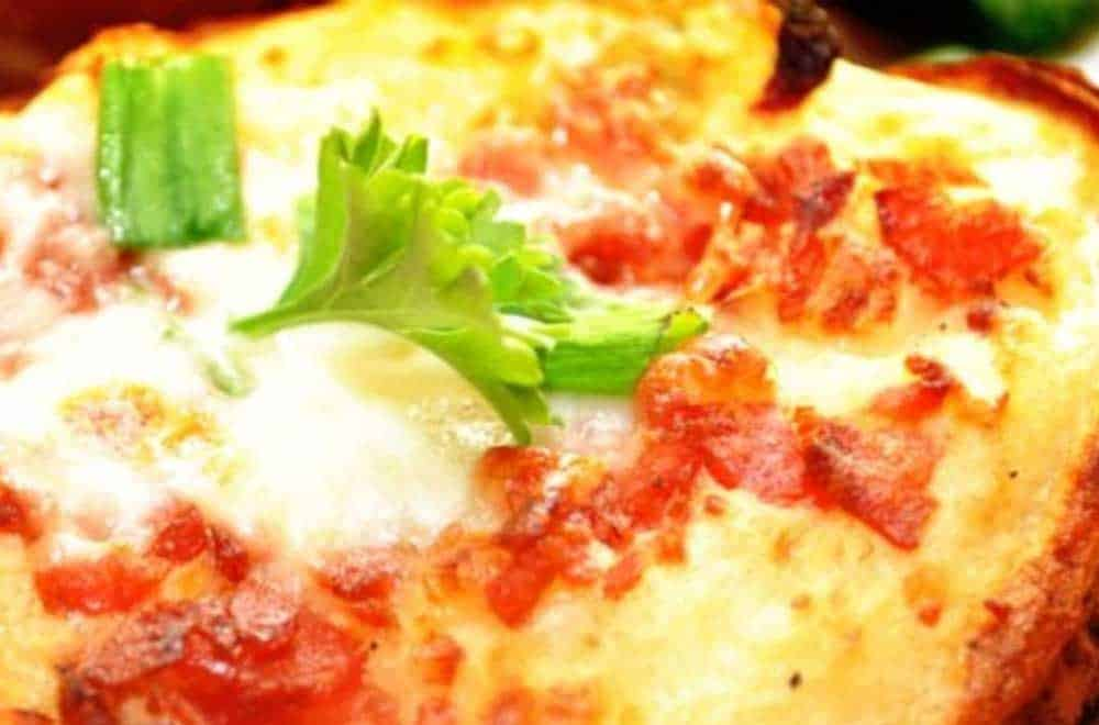 Batata Assada com tomate e queijo