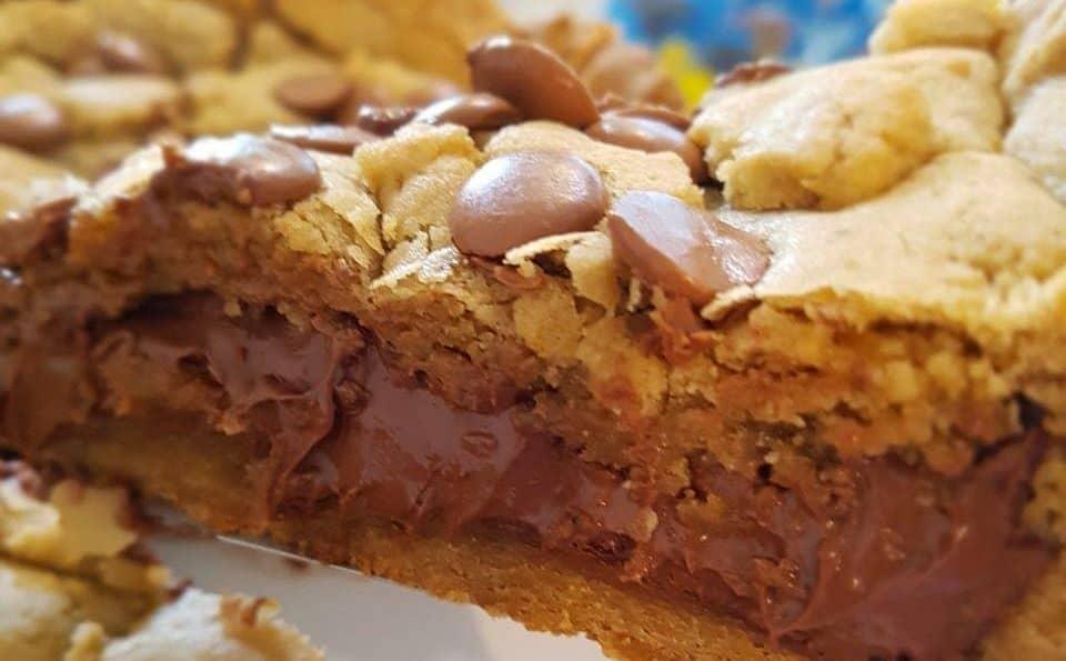 A torta cookie também fica ótima recheada com nutella