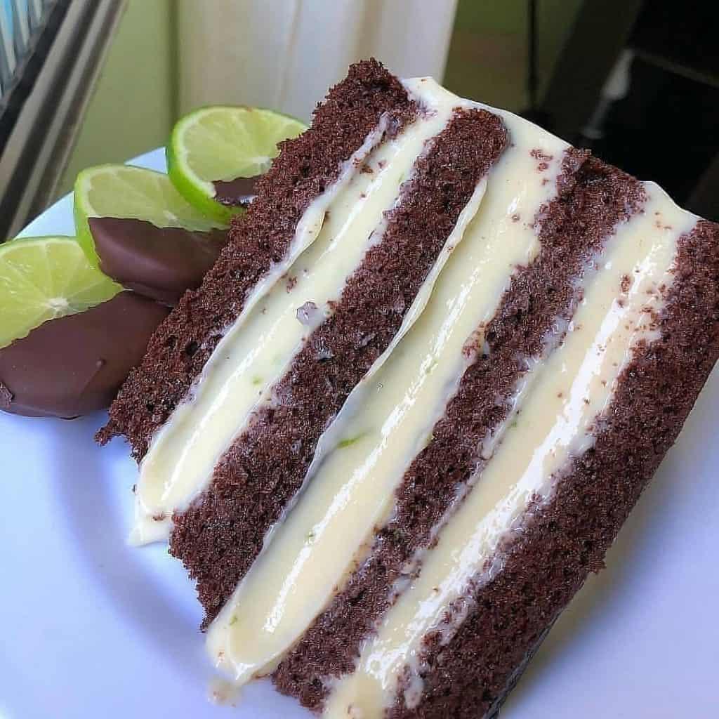 Receita de bolo de chocolate com mousse de limão