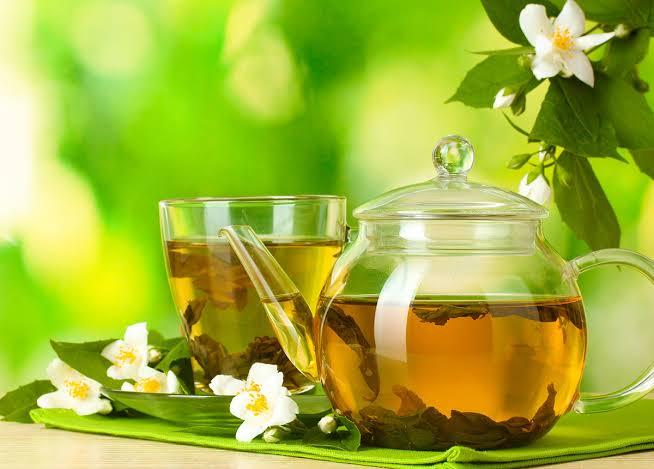 Chá de casca de limão ajuda a reduzir gordura no fígado, controlar ansiedade e até prevenir câncer