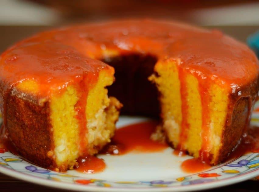 Receita de bolo de milho com requeijão e goiabada