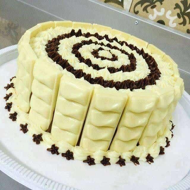 Receita de Bolo Molhadinho de Coco e Chocolate Branco
