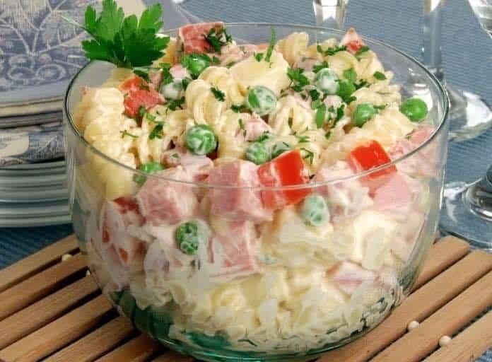 Receita de Salada de macarrão com frios