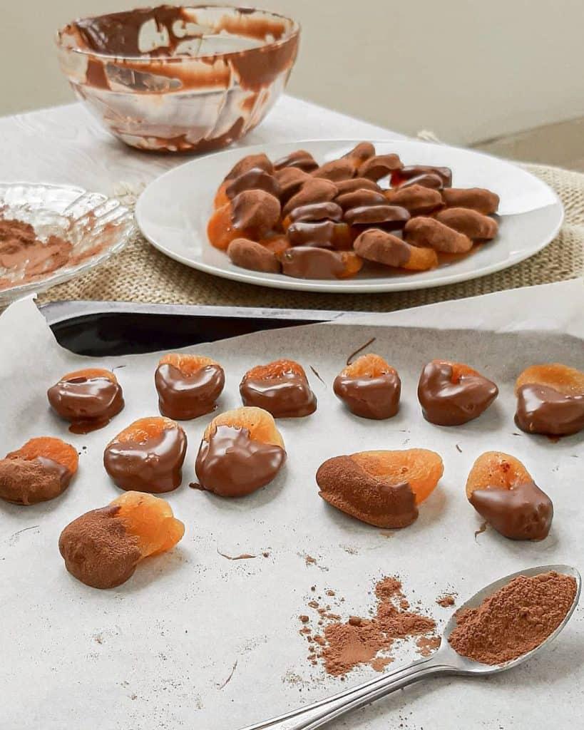 Snack de damasco com chocolate