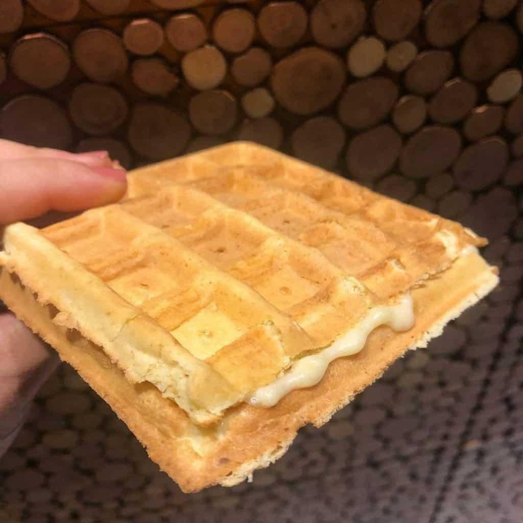 Waffle recheado com queijo