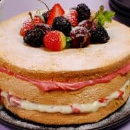 Receita de Naked cake de frutas vermelhas