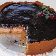 Receita de Torta de cream cheese com geleia de jabuticaba