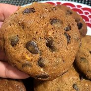Receita de Cookies com nozes e gotas de chocolate