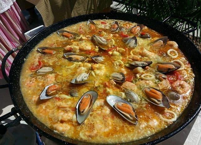 Como preparar paella valenciana em casa