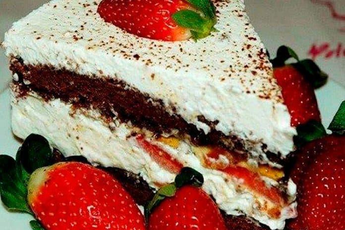 Receita de bolo de nutella com chantilly e morango