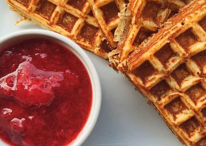 Receita de calda de morango com 3 ingredientes