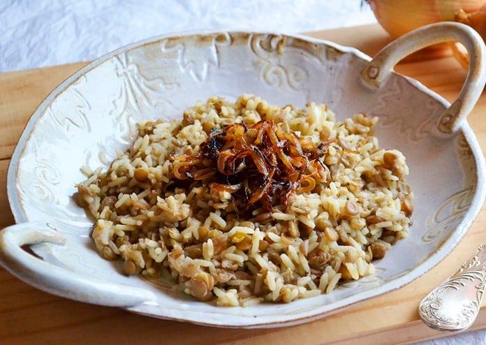 Receita de arroz com lentilha - mjadra