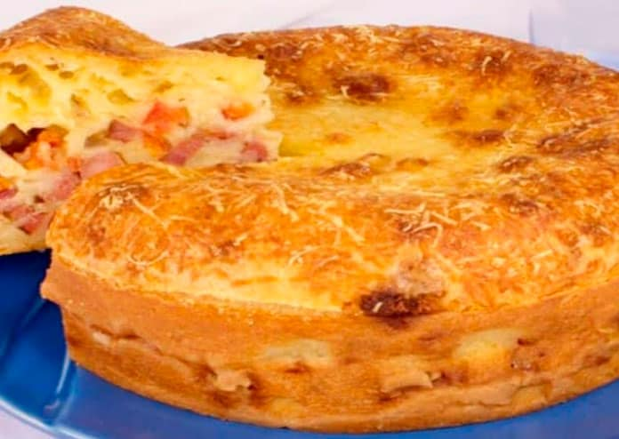 Receita de torta de pão de queijo recheado com calabresa