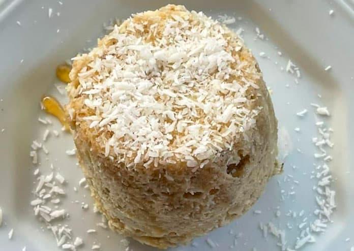 Receita de Bolo de caneca de banana com coco