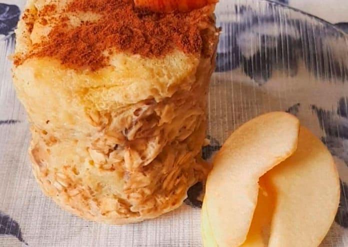 Receita de Bolo de caneca de maçã com canela