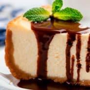 Receita de Cheesecake vegano com calda de chocolate