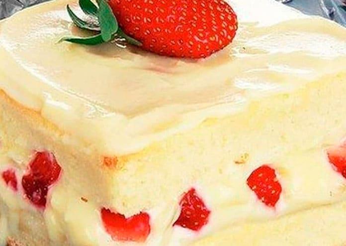 Receita de Bolo de morango com iogurte