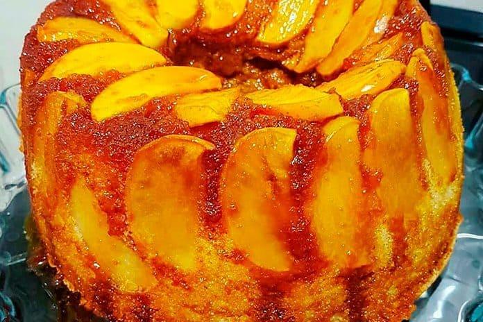 Receita de Bolo de maçã caramelizada
