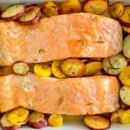 Receita de Salmão com batata doce e banana da terra ao forno