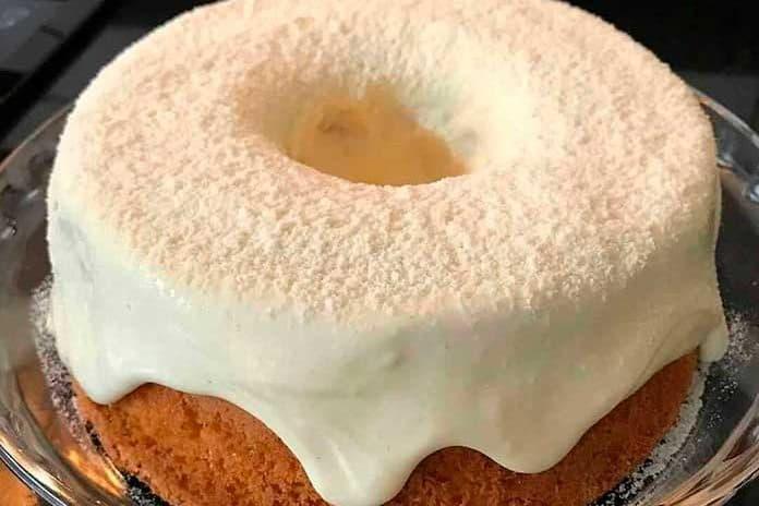 Receita de bolo de trigo com cobertura de ninho