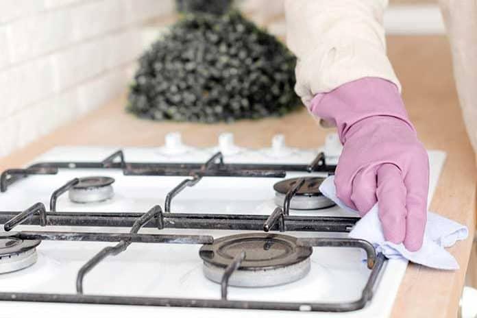 Como limpar fogão: dicas práticas e produtos para facilitar seu dia-a-dia