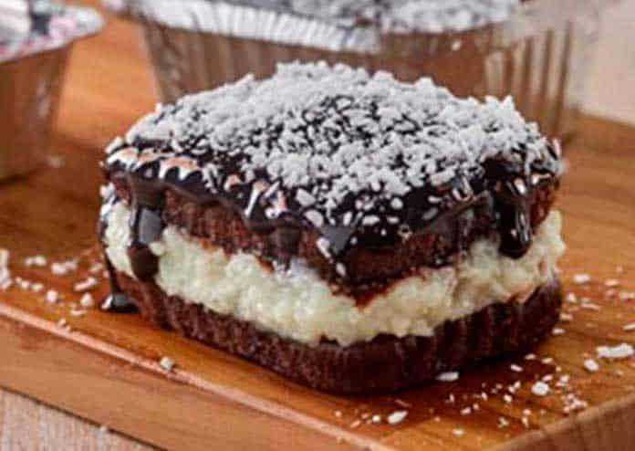 Receita de Bolo gelado de chocolate com coco